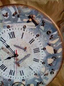 Часы с винтами